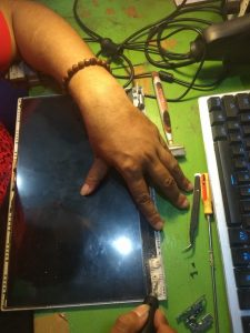 Cara Servis Engsel Laptop